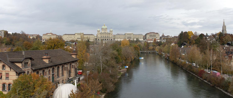 Bundeshaus im Herbst